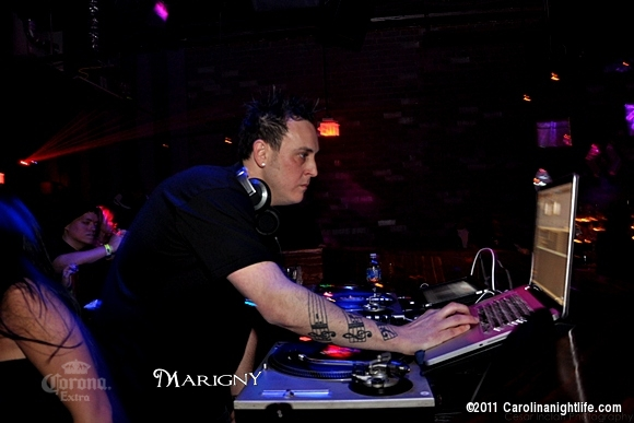 DJ MIKE B at Sinergy COLLEGE NIGHT - Photo #295633