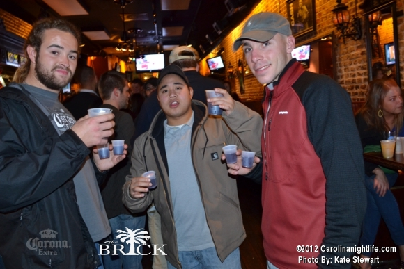 FULL house @ Brick!! - Photo #444733