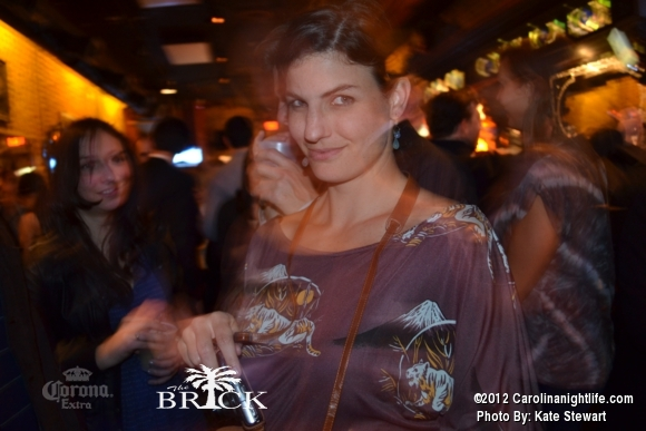 FULL house @ Brick!! - Photo #444750
