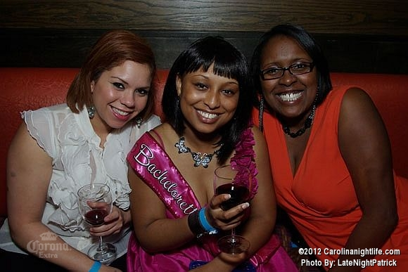 Tropical Saturday with DJ Nando at Cosmos - Photo #474495