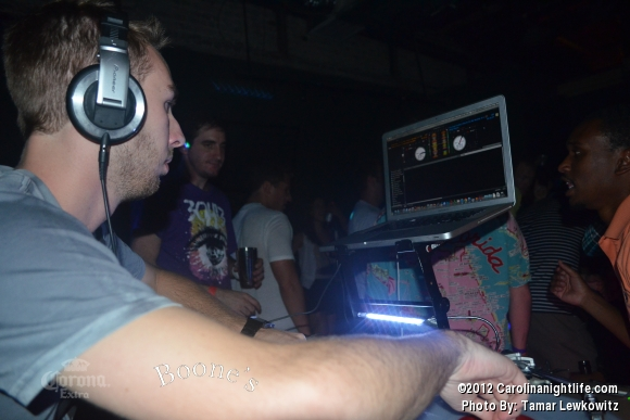 DJ N3AKO @ Boones - Photo #486746