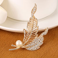 Vintage Crystal Rhinestone Decor Gold Clear White Leaf Pearl Brooch Pin